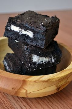 Brownie and Oreos....has to be good.  I am going to try this recipe out with my new Pampered Chef Brownie Pan.  Who is up to taste test?