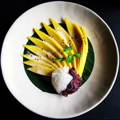 Almost too good to eat! Gorgeously beautiful mango sticky rice from Four Seasons Tented Camp chef. Mango Recipes, Thai Recipes, Asian Recipes, Healthy Recipes, Healthy Food, Mango Sticky Rice, Food Carving, Thai Dessert, Indonesian Cuisine