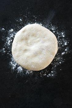 make pizza dough - make pizza dough ; make pizza dough no yeast ; make pizza dough without yeast Pizza Making Recipe, Cheesy Pizza Recipe, Pizza Recipes, Cooking Recipes, Pate A Pizza Fine, Pizza Tattoo, Pain Pizza, Pizza Maker, Perfect Pizza