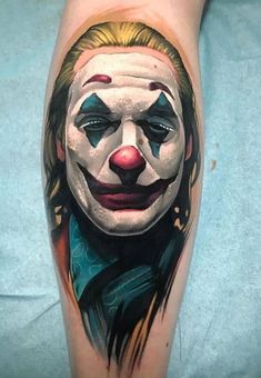 Joker tattoo is probably one of the most popular tattoos among the comic fans. People are fascinated by the Joker. His cheeky grins, twisted humor, green hair, purple suit and the makeup made him one of the most iconic villains of all time. Tattoo Images, Tattoo Photos, Joker Pics, Joker Pictures, Tattoo Spirit, Most Popular Tattoos, Green Hair, Angel Tattoo Men, Beautiful Tattoos