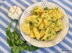Cartofi natur cu usturoi și pătrunjel – rețeta de post sau de dulce Romanian Food, Romanian Recipes, Potato Salad, Love Food, Cauliflower, Potatoes, Side Dishes, Roast, Vegetables