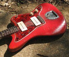 Jazzmaster. sympa cette guitare!