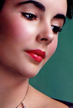 Elizabeth Taylor. Perfection.