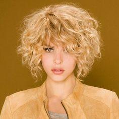 10 Idees De Carre Plongeant Boucle Carre Plongeant Boucle Coupe De Cheveux Cheveux