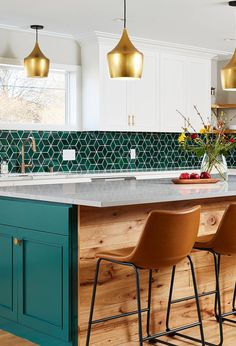 Bluegrass Diamond Backsplash Tile In A Transitional Pine Green KitchenHow luxurious kitchen with the bluegrass diamond backsplash and gold lightning! The pine green cabinets and wooden hardware give a little coziness into this luxurious kitchen! Blue Green Kitchen, Green Kitchen Designs, Green Kitchen Cabinets, Kitchen Tiles Design, Green Kitchen Interior, Kitchen Splashback Ideas, Olive Kitchen, Blue Kitchen Tiles, Green Kitchen Island