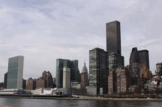 Manhattan from Roosevelt Island, NYC. Nueva York by voces, via Flickr