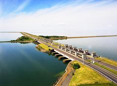 Enclosure Dam / Afsluitdijk : Running from Den Oever on Wieringen in North Holland province, to the village of Zurich (in the municipality of Súdwest-Fryslân) in Friesland province, over a length of 32 kilometres and a width of 90 m.