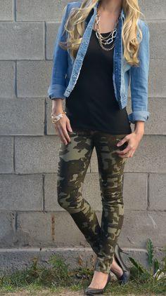I have camo leggings . Kinda the same thing! Camo Leggings Outfit, Camo Outfits, Mode Outfits, Casual Outfits, Denim Outfits, Camo Skinnies, Dinner Outfits, Jeans Leggings, Cute Winter Outfits
