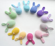 Påskepynt - NEM DIY hæklet påskehareophæng/påskehareæg Easter Crochet, Crochet For Kids, Free Crochet, Knit Crochet, Crochet Basics, Softies, Doll Toys, Holiday Crafts, Sewing Crafts