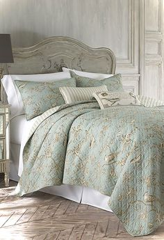 Gorgeous 80 Luxury Bed Linens Color Schemes Ideas https://lovelyving.com/2017/11/12/80-luxury-bed-linens-color-schemes-ideas/ #luxurybedding