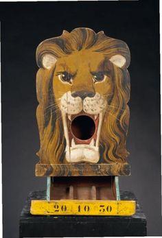 Anonyme Passe-boules Tête de lion Bois découpé peint France, vers 1930