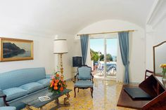 """E' dagli anni '50 che la """"Bella Scalinatella"""" accoglie i suoi ospiti in un ambiente affascinante e ricercato. Un boutique hotel che fa sognare e che interpreta in pieno il vero stile caprese."""