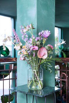 Interior Design Principles - Lilly is Love Purple Flower Bouquet, Beautiful Bouquet Of Flowers, Beautiful Flower Arrangements, Happy Flowers, Romantic Flowers, Tulips Flowers, Summer Flowers, Planting Flowers, Beautiful Flowers