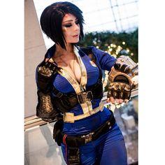 Vault Girl cosplay by Jenna Lynn Meowri Cosplay Anime, Epic Cosplay, Amazing Cosplay, Cosplay Outfits, Cosplay Girls, Jenna Lynn, Fallout Cosplay, Manga, Look At My