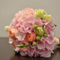 buchet-mireasa-hortensie-trandafiri-vuvuzela-lisiantus-frezii