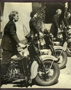 SAN FRANCISCO POLICEWOMAN MOTORCYCLE SQUAND, FLORENCE MOODIE, VERA WENDT, AMY SLIGER AND RITA BERNELL. TAKEN AUGUST, 1944.