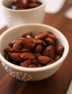 Do you have a penchant for chai latte? Well, you ought to give these chai-spiced almonds a try. Perfect as a scrumptious wintertime snack and great packaged as a gift in these neat jars. Make someGlühwein and get stuck in. Download print-friendly version. Ingredients: 2 cups raw almonds 3 tbsp brown sugar 1 tbsp honey…