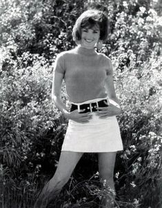 Lori Saunders, who played Bobbie Jo on Petticoat Junction turns 74 today - she was born in I bet a lot of you had a mini-skirt with a 'fatty' belt just like this one! Lori Saunders, Petticoat Junction, Classic Beauty, Classic Tv, Shades Of Grey, Missouri, Kansas City, Vintage Photos, Mini Skirts