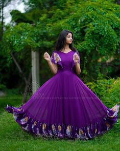 Glorious Ethnic Dresses You Can Wear Any Day! Outfit Designer, Designer Party Wear Dresses, Kurti Designs Party Wear, Girls Frock Design, Long Dress Design, Stylish Dress Designs, Stylish Dresses, Frock Fashion, Indian Fashion Dresses