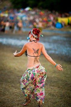 Enjoying Goa with Dance at Beaches Hippie Love, Hippie Chick, Hippie Bohemian, Boho Gypsy, Hippie Style, Hippie Girls, Boho Girl, Boho Style, Lindy Hop