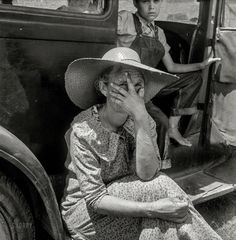 """Wife of sharecropper in town to sell their crop at the tobacco auction."" Medium format negative by Dorothea Lange. Georgia Usa, Historical Images, High Resolution Photos, Women In History, Photo Archive, Hd Images, Vintage Photos, Nostalgia, Auction"