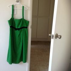 LIKE NEW! Gorgeous Kelly green summer dress This dress is like new! Has zipper back, and stops at the knee. Perfect for work, or play. I would suggest wearing with strapless bra or cups, as a regular would show. I am more on the petite side, so this dress doesn't compliment my figure like I was hoping. All items are smoke and pet free. - ♻️Reposh OC by OC Dresses
