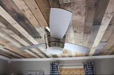 Nice tutorial for putting in a pallet wood ceiling. If you like the rustic look of pallet wood and would like it as a ceiling this will show you how its Rustic Boys Room, Wood Ceilings, Rustic Diy, Wood Pallets, Pallet Ceiling, Home Diy, Pallet Diy, Dropped Ceiling, Wood Pallet Wall