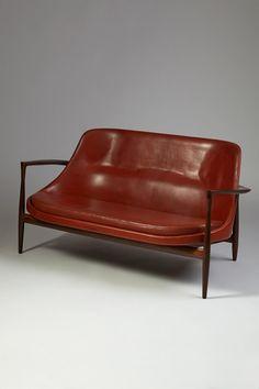 Elizabeth. Sofa designed by Ib Kofoed Larsen for Christensen & Larsen, Denmark. 1956. — Modernity