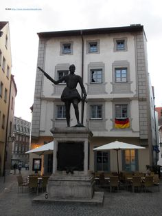 Statue of Don Juan d'Asturia, near Kohlenmarkt