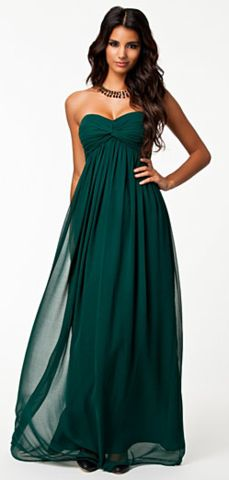 Forest green bridesmaid dress. Pretty for outdoor wedding