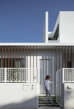 THE PAVILION HOUSE by Tal Goldsmith Fish