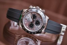 The Rolex Daytona Gold / Ceramic / Oysterflex 2017 Rolex Watches For Men, Mens Sport Watches, Luxury Watches, Cool Watches, Wrist Watches, Rolex Daytona Gold, Black Rolex, Monochrome Watches, Watch Companies