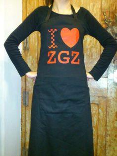 Los simpáticos delantales I Love ZGZ, a la venta en Caelum