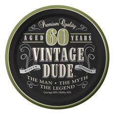 60. Geburtstag - Vintage Dude.   Acht kleine Pappteller in Vintage Design mit Aufschrift auf Englisch: Premium Quality, Aged 60 Years, Vintage Dude, Wisdom, Experiense, The Man, The Myth, The Legend, Courage 60% Ability 40% für dein 60er Geburtstag!  http://www.partyboxes.at/erwachsenen-party/party-nach-alter/60ster-geburtstag/60er-vintage-dude.html