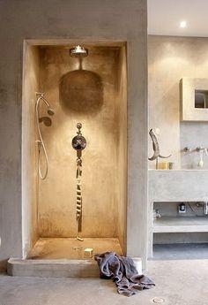 BADKAMER: De badkamer zou ik in een natuurlijke stijl inrichten, maar dan heel clean. Denk beton, hout, en aardkleuren. Natuurlijk met een plant erbij!
