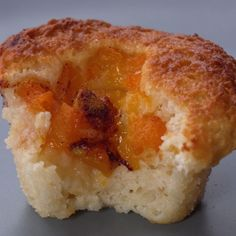 Need an easy sweets fix? Try these mini peach cobblers with a muffin tin, batter mix and diced peaches with cinnamon and brown sugar. Muffin Tin Recipes, Cake Mix Recipes, Dessert Recipes, Mini Peach Cobbler, Peach Cobblers, Desserts To Make, Food To Make, Cake Mix Muffins, Batter Mix