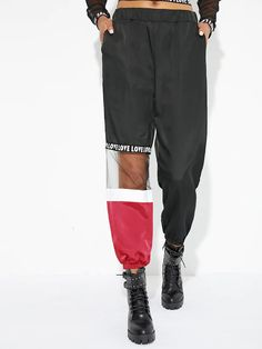 Sporty Letter and Colorblock Sweatpant Regular Elastic Waist Mid Waist Black Cropped Length Elastic Waist Mesh Panel Cut And Sew Pants Look Fashion, Fashion Outfits, Sporty Fashion, Sporty Chic, Fashion Women, Winter Fashion, Sewing Pants, Flare Leg Pants, Type Of Pants
