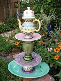 décoration jardin en objets récup sculpture en récipients en porcelaine