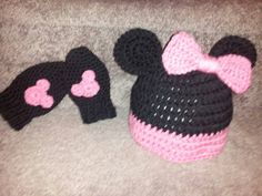 Check out this item in my Etsy shop https://www.etsy.com/listing/212433417/minnie-mouse-with-mittens