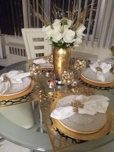 How To Decorate Your Dinner Table Dinning Room Table Decor, Dinning Table Centerpiece, Elegant Dining Room, Elegant Home Decor, Dining Room Design, Table Decorations, Dinner Room, Fashion Room, Home Decor Kitchen