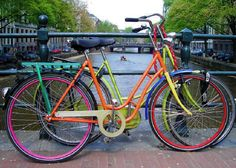 love the colors...gives me a new way to go on re-painting a bike.