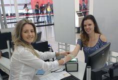 Fernanda Michelan foi a primeira cidadã atendida este ano no Poupatempo Tupã. Ela foi tirar a CNH e foi atendida pela Marcelle.   O Poupatempo deseja a todos os cidadãos e colaboradores um Feliz 2017!