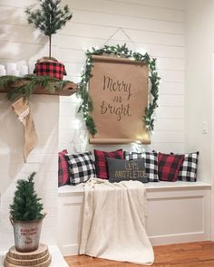 Are you searching for ideas for farmhouse christmas decor? Check out the post right here for perfect farmhouse christmas decor pictures. This kind of farmhouse christmas decor ideas will look totally amazing. Farmhouse Christmas Decor, Primitive Christmas, Country Christmas, Christmas Entryway, Christmas Bedroom, Christmas Living Rooms, Primitive Crafts, Outdoor Christmas, Handmade Christmas