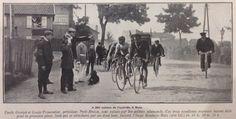 Tour de France 1907. 10-07-1907, 2^Tappa. Roubaix - Metz. Saluto al passaggio dei ciclisti a Metz da parte di un soldato tedesco. Siamo a 200 metri dall'arrivo e in testa al gruppo si contendono il successo LouisTrousselier (1881-1939) e Emile Georget (1881-1960), che saranno poi classificati primi ex-aequo. Alle loro spalle Lucien Petit-Breton (1882-1917) [La Vie au Grand Air]