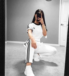 View all pictures, buttons and outfits from Tamana ( on 21 Buttons Sporty Outfits, Casual Winter Outfits, Simple Outfits, Cute Outfits, Sport Fashion, Boho Fashion, Fashion Outfits, Spring Outfits For School, Girl Empowerment