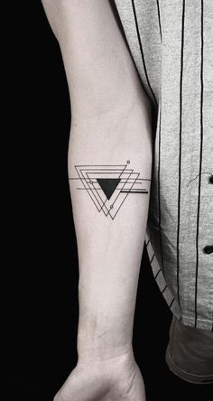 160 Black And Gray Tattoos Youll Wish You Had This Summer List Inspire Geometric Tattoo Design, Design Tattoo, Small Tattoo Designs, Small Tattoos, Geometric Tattoos, Trendy Tattoos, Geometric Shapes, Hand Tattoos, Body Art Tattoos