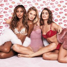 According to the Victoria's Secret Angels, These Are Hottest Lingerie Colors Modelos Victoria Secret, Victoria Secret Bikini, Victoria Secret Lingerie, Victorias Secret Models, Victoria Secret Fashion Show, Lingerie Models, Sexy Lingerie, Jasmin Tookes, Victoria's Secret Angels