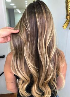 33 Ideen für die perfekte Balayage Haare The best hair trends for the winter. Find the best hair colors for every hair type, whether light brown, blond or dark brown. Bold Hair Color, Hair Color Shades, Hair Color For Women, Undercut Hairstyles, Cool Hairstyles, Blonde Hairstyles, Summer Hairstyles, Braided Hairstyles, Waterfall Hairstyle
