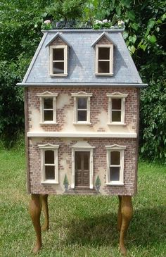 dollhouse. (Lovely house, interested to see more - looks as though it has a roof garden. Via original pinner, Kate Miles)