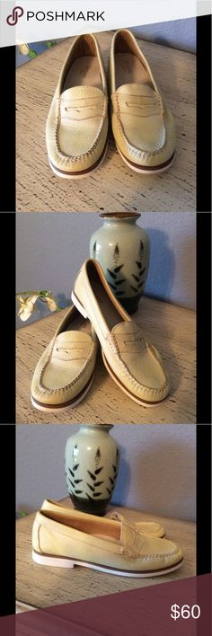 🌻G.H. BASS WEEJUNS WOMAN'S LOAFERS-PASTEL YELLOW 🌻G.H. BASS WEJUNS WOMAN'S LOAFERS. HANDCRAFTED LEATHER UPPERS AND RUBBER BOTTOMS. IN PASTEL VERY LIGHT YELLOW. VERY SOFT AND COMFORTABLE. IN LIKE NEW CONDITION. G.H. BASS WEEJUNS Shoes Flats & Loafers